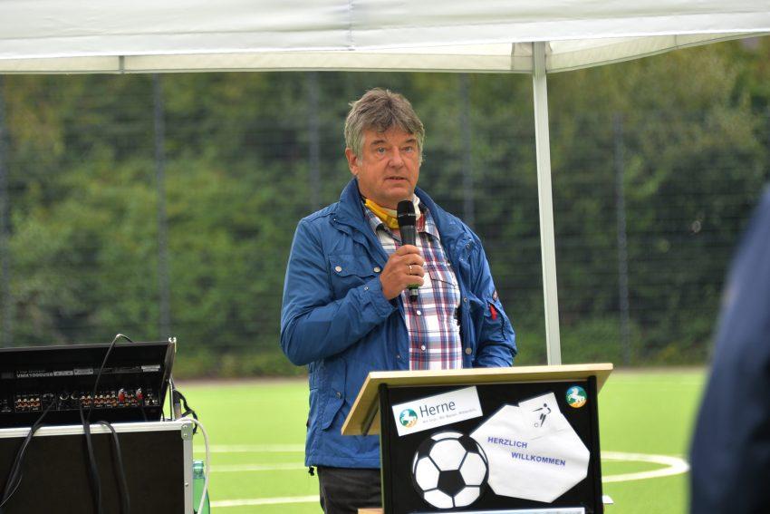 Übergabe des neuen Kunstrasenspielfeld auf dem Nebenplatz am DSC Stadion. 4.9.2020 im Bild: 1. Vorsitzender des DSC - Torsten Biermann.