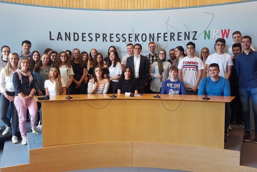 Schüler des Gymnasiums Wanne zu Besuch in Düsseldorf bei Alexander Vogt.