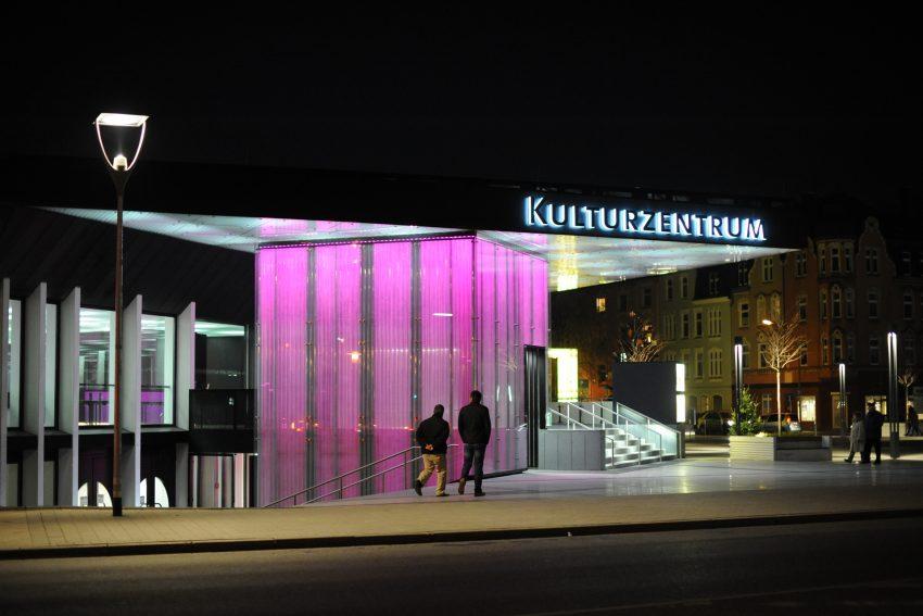Das Kulturzentrum bei Nacht.