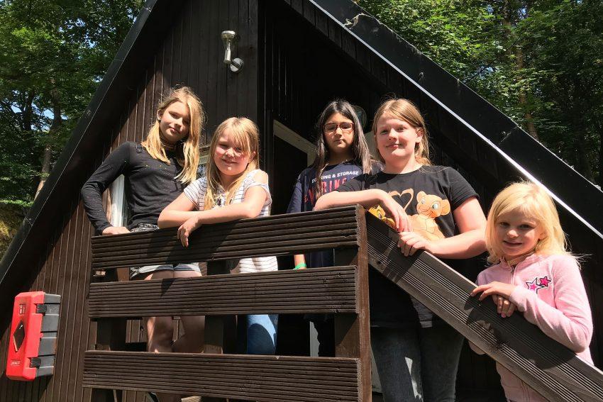 v.l. Jolie, Laurina, Bahar, Giulia und Nele Sophie, Teilnehmerinnen der Falken-Ferienfreizeit.