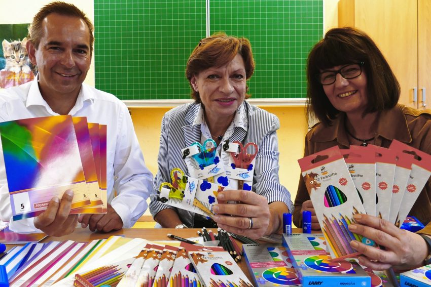 v.l. Ansgar Montag, Angelika Mahlke (stellvertretende Schulleiterin), Kirsten Midik.