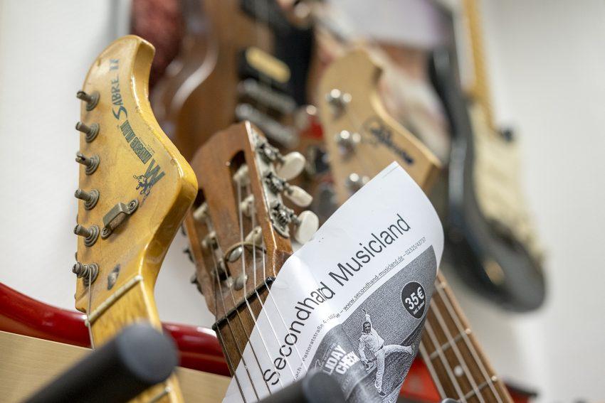 Secondhand Musicland von Musiker und Gitarrenexperten Dirk Gerlach in Herne (NW), am Freitag (27.11.2020).