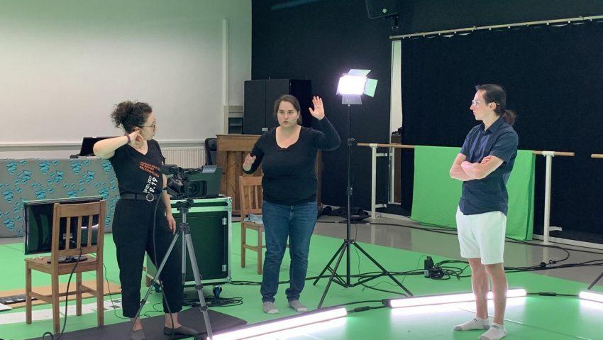 Regiebesprechung für die erste Digital-Oper. A Hand of Bridge von MiR und Opernstudio NRW