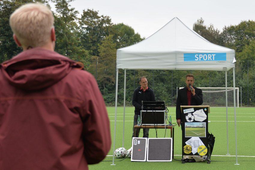 Übergabe des neuen Kunstrasenspielfeld auf dem Nebenplatz am DSC Stadion. im Bild: Kai Gera, Vorsitzender des Sportausschusses. 4.9.2020