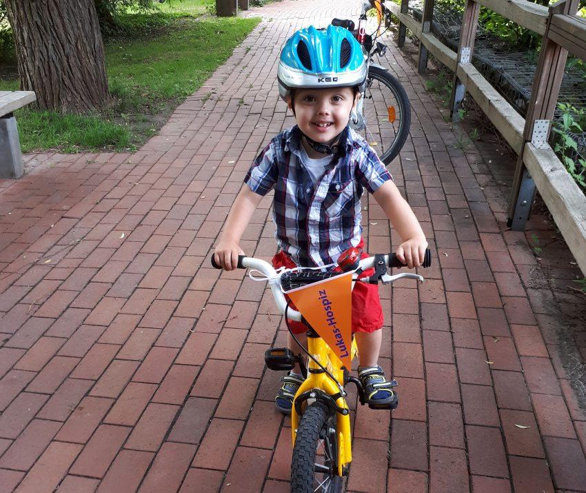 Jüngster Teilnehmer beim Radeln für das Lukas Hospiz: Lukas Debes.