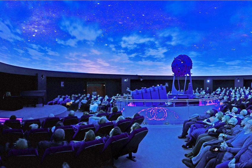 Im Planetarium Bochum.