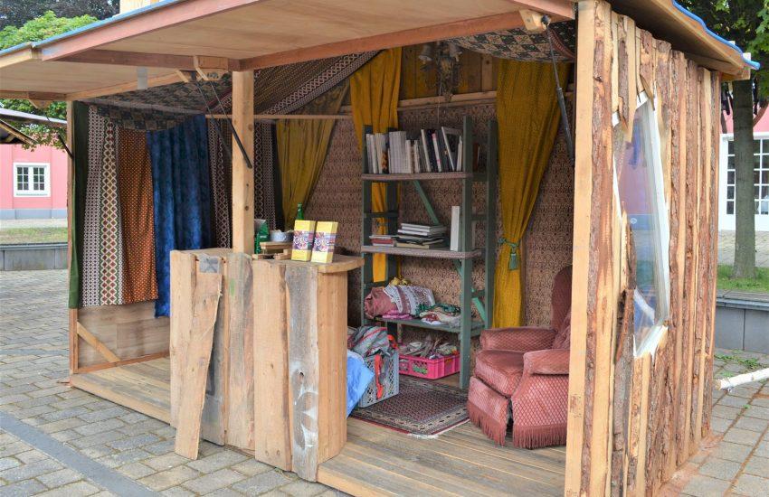 Platz zum Stöbern und Chillen: Eine der zahlreichen Holzhütten der PriseSalz Crew.