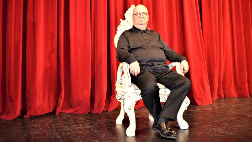 Rote Rosen im Mondpalast, Will vom gemütlichen Altenteil noch lange nichts wissen: Christian Stratmann macht weiter, im Mondpalast und auch im Hertener RevuePalast.