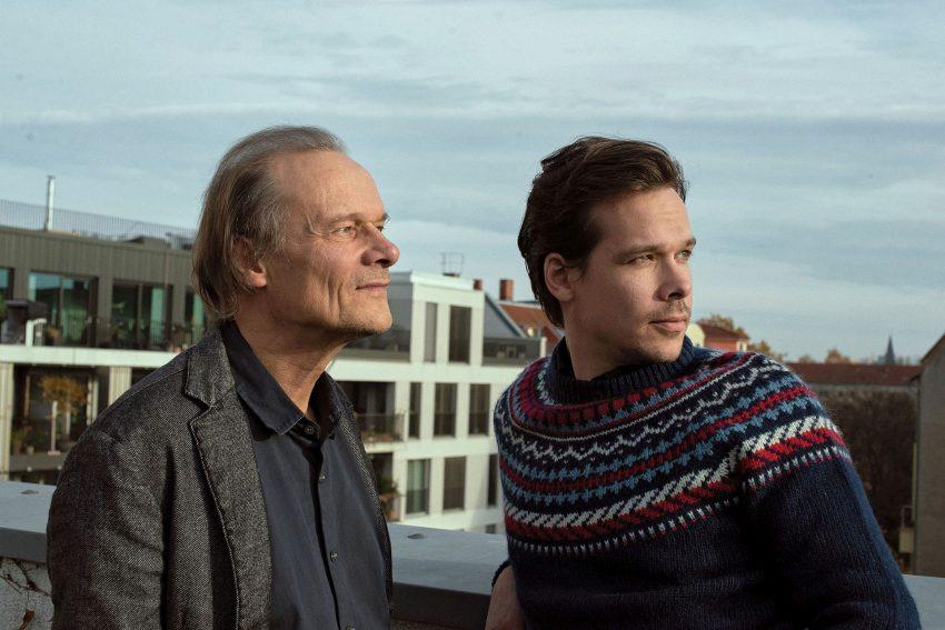 v.l. Schauspieler Edgar Selge und Jakob Walser lasen Björn Bickers vielstimmigen Text Was glaubt ihr denn? beim Droste Festival 2020.