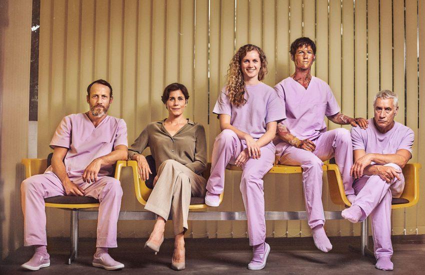 """Die """"Freaks"""" auf einen Blick: Marek (Wotan Wilke Möhring), Dr. Stern (Nina Kunzendorf), Wendy (Cornelia Gröschel), Elmar (Tim Oliver Schultz) und Gerhart (Ralf Herforth)."""