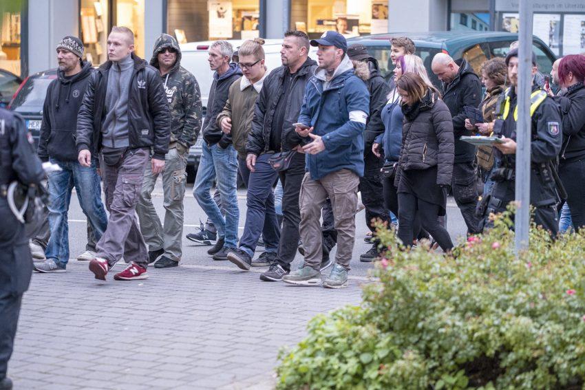 Aufmarsch von Rechtsextremen getarnt als Spaziergang