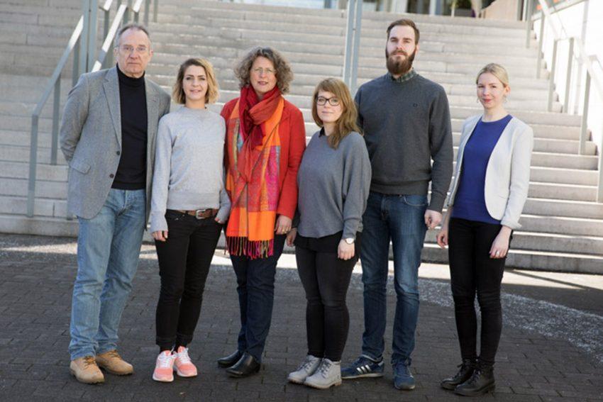 Prof. Dr. Jo Reichertz (l.), Anna-Eva Nebowsky (r.) mit Teamkollegen.