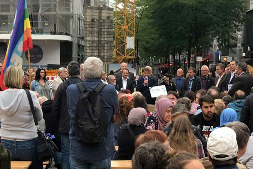 Der Rat der Stadt auf dem Robert-Brauner-Platz.