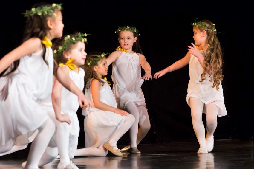 Die jungen Akteure überzeugen mit ihren vielfältigen, ausdrucksstarken Performances.