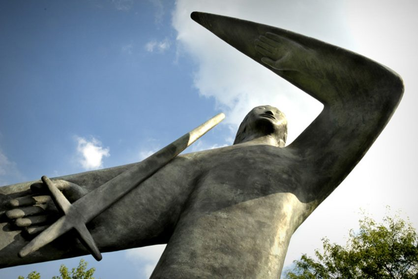 Kunst im öffentlichen Raum im Bild: Denkmal für Widerstand und Zwangsarbeit- Genius des Guten 1959 von Zoltan Szekessy