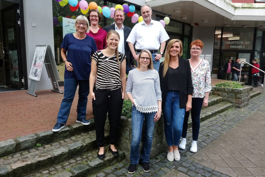 v.l. Marion Hoffmann, Pia Hentschel, Holger Närrlich, Willi Karasch. Vorne: Sarah Liebig, Ulrike Schwarz, Beate Klimek, Iris Schweppe-Ziffling.