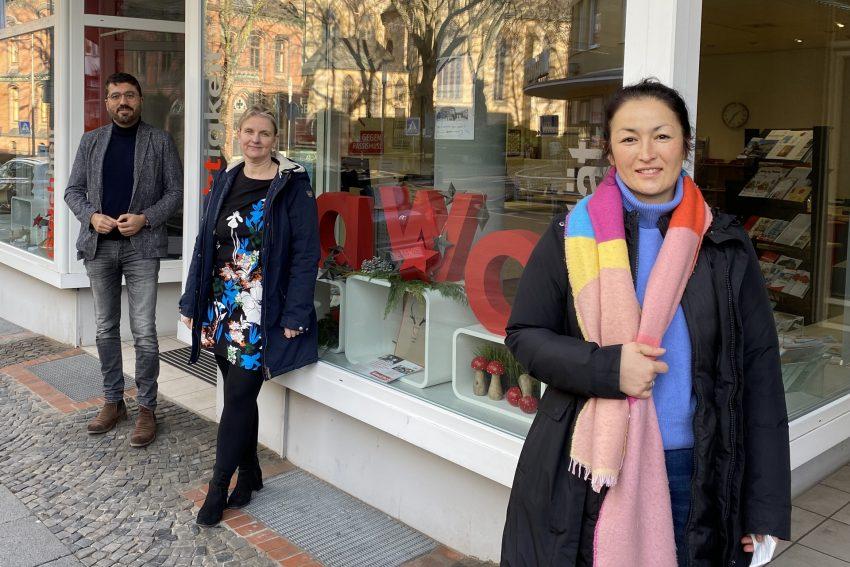 v.l. Serdar Yüksel (Vorsitzender AWO Ruhr-Mitte), Dr. Regina Mertens und Dr. Anna Frahnert haben zusammen die Hilfsaktion für den schwerkranken Saikou Diallo ins Leben gerufen.