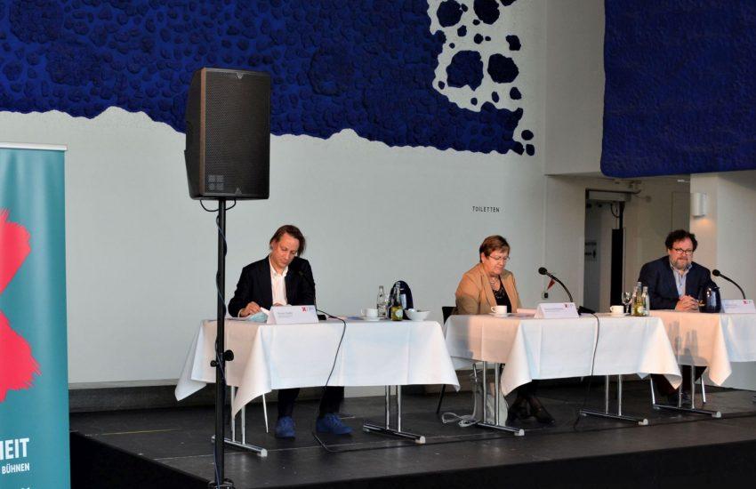 Stellten das Programm in Gelsenkirchen vor (v.l.): Essens Intendant Florian Fiedler, die Regionaldirektorin des Regionalverbandes Ruhr, Karola Geiß-Netthöfel, und der gastgebende MiR-Intendant Michael Schulz.