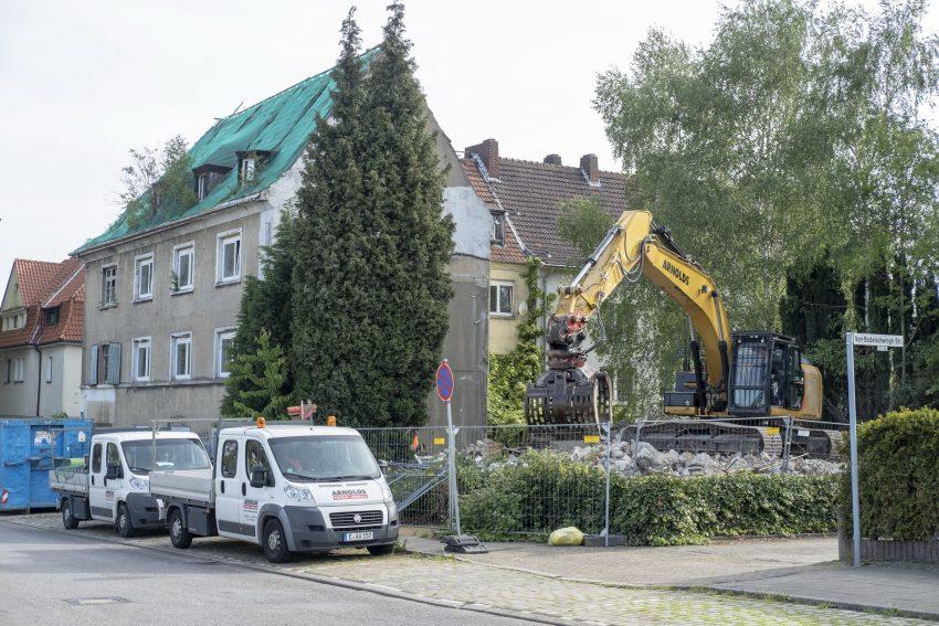 Abbruch der Schrottimmobilie an der Castroper Straße / Ecke von-Bodelschwingh-Straße in Herne (NW), am Montag (13.05.2019). Die wewole-Stiftung hatte das verwahrloste Gebäude mit dem Grundstück im Februar von den niederländischen Besitzern erworben.