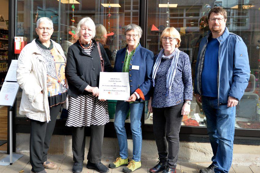 Im Bild v.l. Theresia Hoppmann; Annegret Beck (beide Weltladen Hagen); Christa Winger, Jutta Strerath und Markus Heißler (Weltladen Herne).