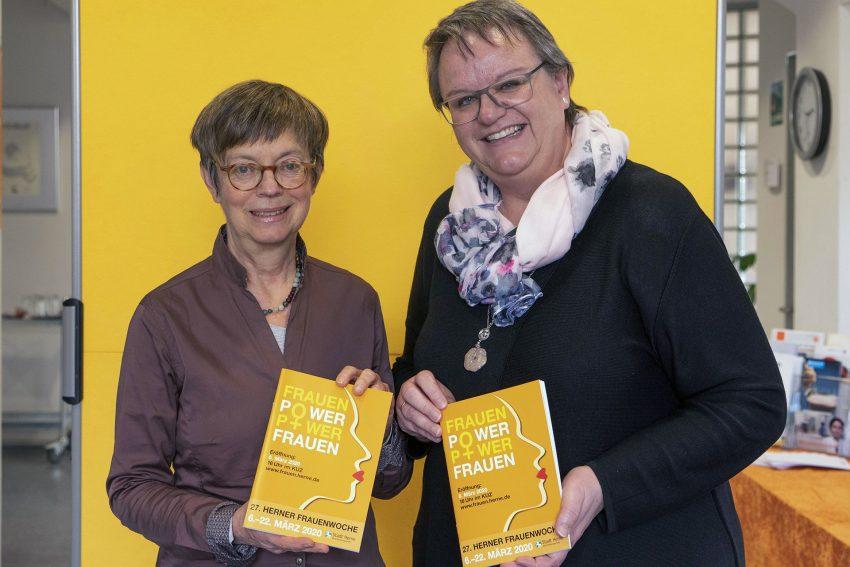 v. l. Sabine Schirmer-Klug, Gleichstellungsbeauftrage der Stadt Herne, und Cordelia Neige, ebenfalls von der städtischen Gleichstellungsstelle.