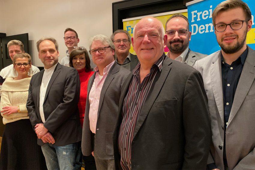Bild des Kreisvorstands der Herner FDP 2020-2022. v.l. Philipp Löhler, Elena Ivanova-Bloch, Thomas Bloch, Max Wiemers, Marita Cramer, Ulrich Nierhoff, Klaus Füßmann, Thomas Nückel, Martin Steinke, Manuel Wagner.