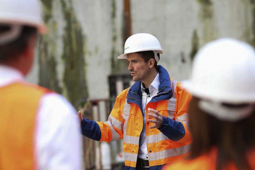 Dr. Uli Paetzel auf der Baustelle.
