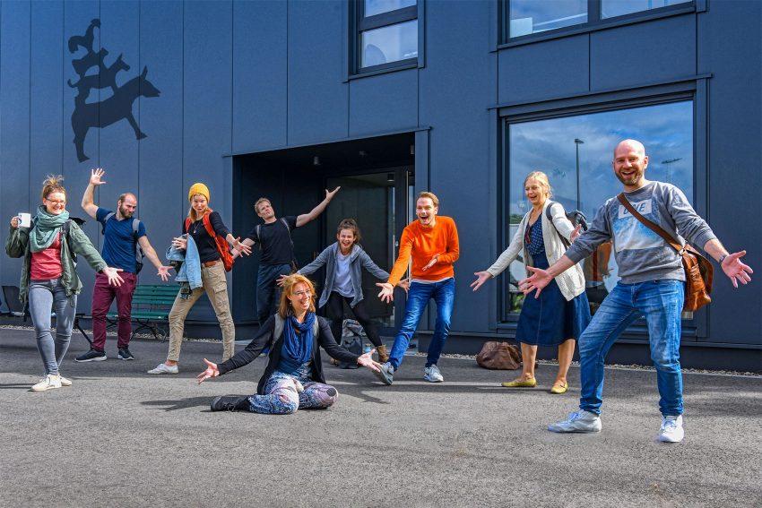 Die WLT-Stadtmusikanten (v.l.): Luisa Cichosch, Anja Müller, Kristoffer Keudel, Anne Noack, Chris Carsten Rohmann, Thyra Uhde, Vincent Bermel und Mark Plewe.
