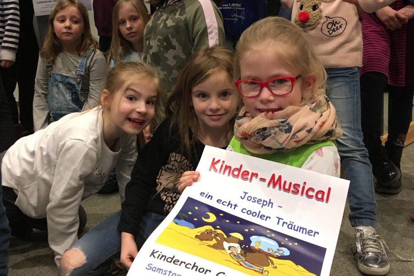 Der Kinderchor der Ev. Kirchengemeinde Crange probt das Musical: Josph - ein echt cooler Träumer.