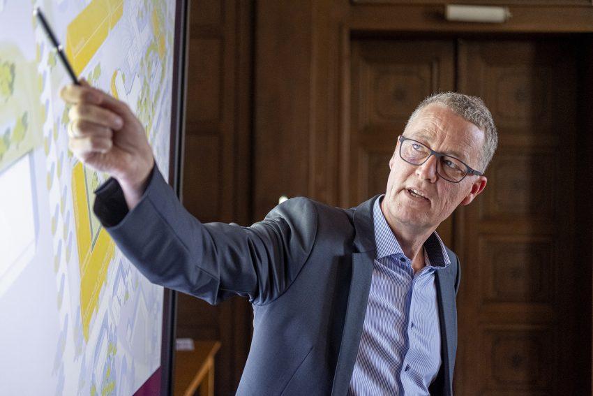 Rochus Wellenbrock, Vorstand der Wewole-Stiftung bei einer Pressekonferenz im Rathaus in Herne (NW), am Freitag (15.05.2020).