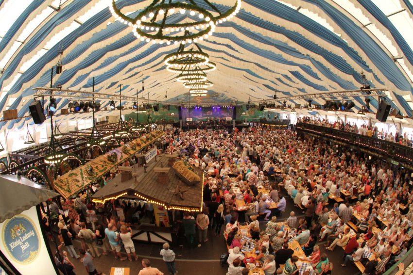 Eröffnung der 579. Cranger Kirmes im Bayernfestzelt.