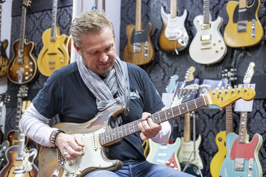 Dirk Gerlach, Musiker und Inhaber von Secondhand Musicland in Herne (NW), am Freitag (27.11.2020).