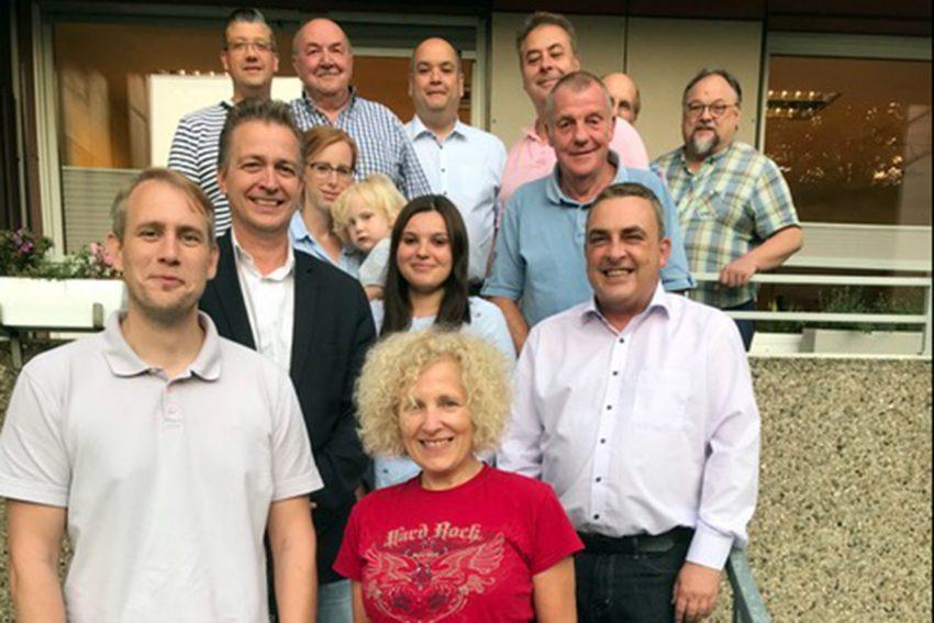 Patrick Steinbach (v.l), Gaby Przybyl (v.m.) mit Vertreter der SPD-Ortsvereine Herne-Mitte, Stamm, Ost, Baukau, Strünkede, Süd, Altenhöven, Holsterhausen.