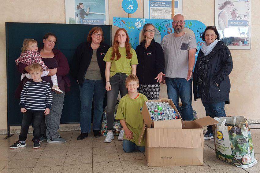 Spendenübergabe im Bildungszentrum.