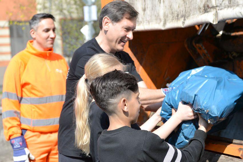 OB Dr. Dudda hilft den Laurentiusschülern bei: Hau weg den Dreck! Herne packt's an. 2019