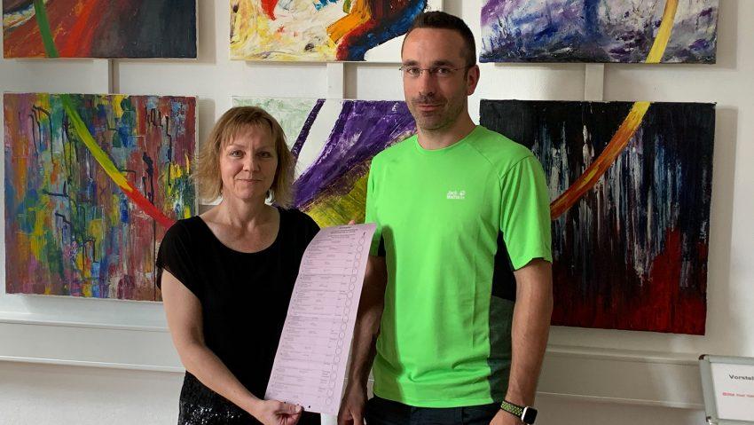 Das Team Wahlen der Stadt, (v.li.) Bianca Hudziak und Sebastian Reißig.