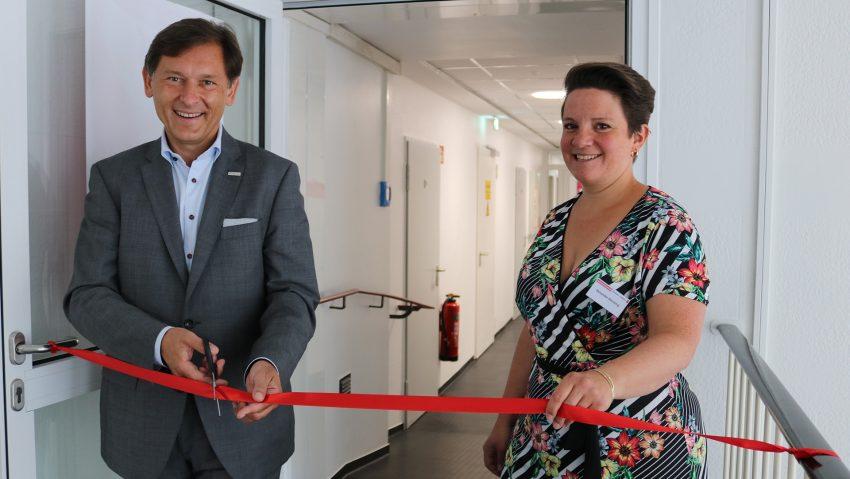 Gemeinsame Eröffnung: (v.li.) Oberbürgermeister Dr. Frank Dudda und die Leiterin der Verbraucherzentrale Herne, Veronika Hensing.