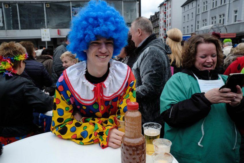 Robert Freise hat den Rosenmontagszug am Robert-Brauner-Platz mit seiner Kamera festgehalten.