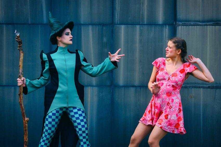 """v.l. Sabrina Sauer und Edda Lina Janz begeistern in """"Der Zauberer von Oz"""" am WLT."""