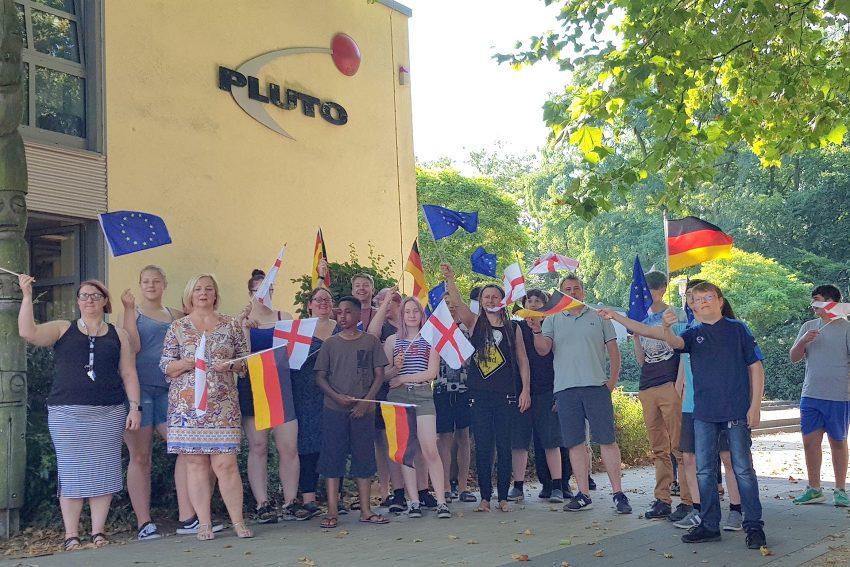 16 Jugendliche aus Hernes Partnerstadt Wakefield sind seit Mittwoch (1.8.2018) zu Gast im Stadtteilzentrum Pluto,