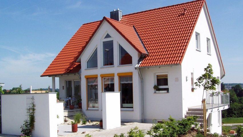 Ein Neubau als Eigentumshaus.