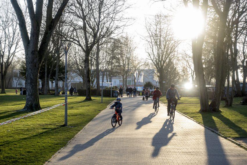 Der Hauptweg im Revierpark Gysenberg in Herne (NW), am Sonntag (28.02.2021).