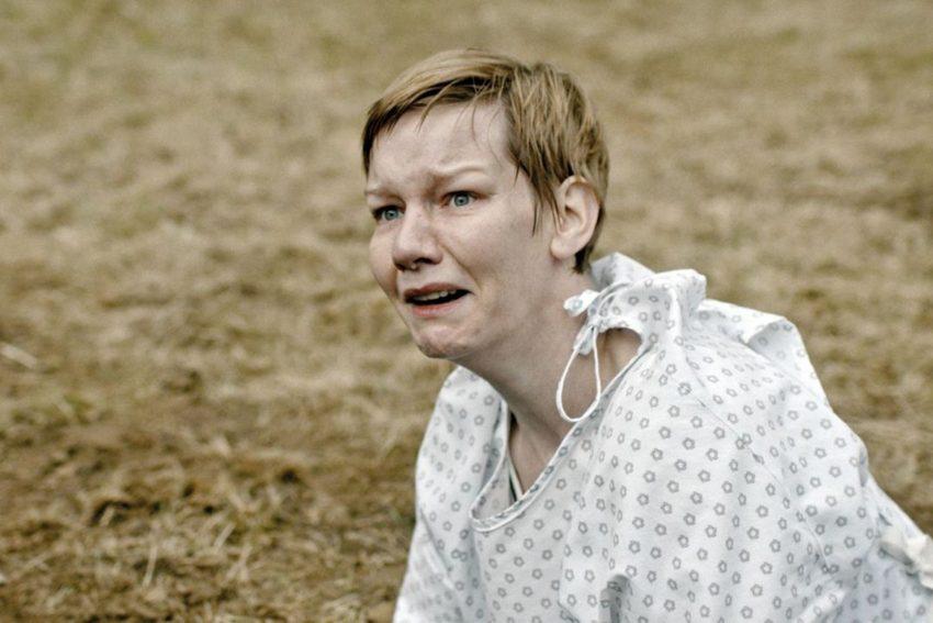 """In """"Schlaf verkörpert Sandra Hüller eine von Alpträumen geplagte Frau."""