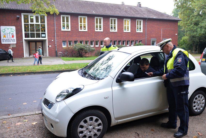 Schulanfangsaktion der Polizei - Verkehrsunfall-Prävention - an der Grundschule Am Eickeler Park.