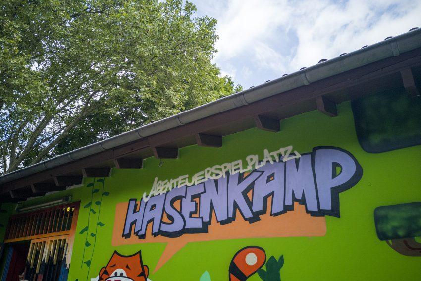 Schriftzug auf einer Hauswand am Abenteuerspielplatz am Hasenkamp in Herne (NW), am Samstag (25.05.2019).