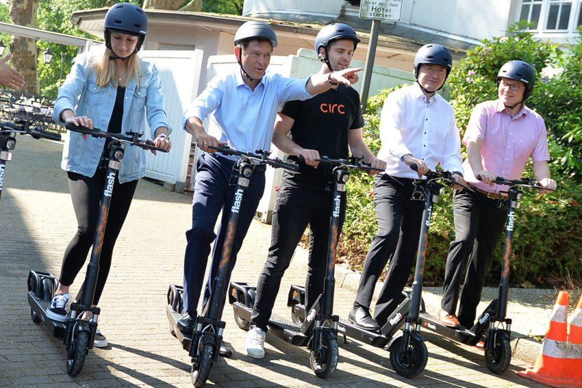 Da geht es lang. Die ersten Tretroller dürfen auf Herner Radwegen und Straßen rollen - Start war am 5. Juni 2019.